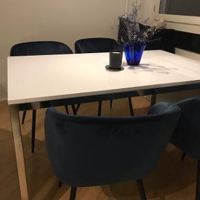 IKEA spisebord  Har lidt ridser, men ellers fint  80x140
