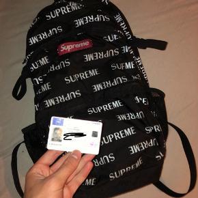 Supreme rygsæk, åben for bud!