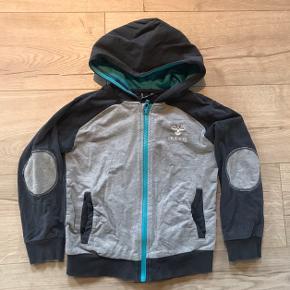 Hummel zip bluse str. 116. Stand: Gmb, ingen huller eller pletter.  Mp: 50 kr pp