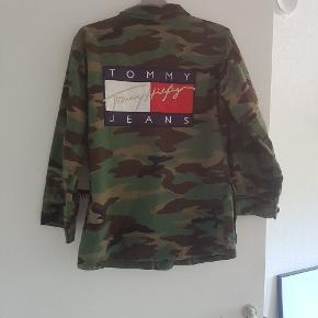 Sælger denne fede tommy Hilfiger jakke