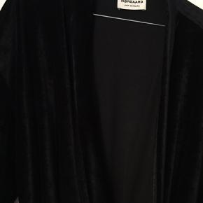 Fed velour kimono fra Mads Nørgaard - aldrig brugt og derfor sælges den.