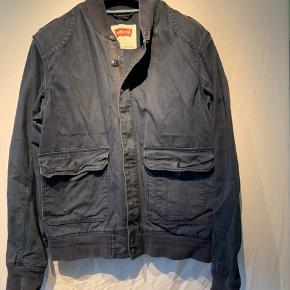 Levi's jakke Køber betaler fragt.