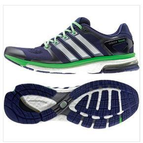 Spritnye Adidas Boost esm løbesko, kun prøvet på,  stadig i kasse og med mærker på. Sælges, da de desværre lige er lidt for små til mig😭 Superlækre løbesko, nyprisen var 1100 kr.