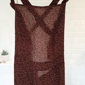 Super sød kjole fra Muse. Med åben ryg. Ny med tags.
