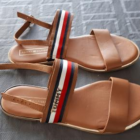 lækre sandaler med stribet rem. aldrig brugt