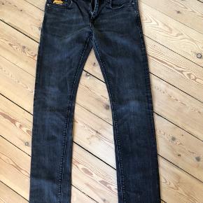 Slim fit jeans fra Superdry. Brugte enkelte gange, er som nye og fejler intet.  Byttes ikke.