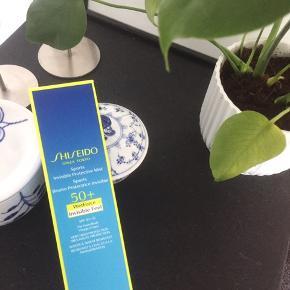 Lækker Shiseido solcremé ☀️ rigtig god til sport. Trænger hurtigt ind i huden ☺️ nypris 355kr