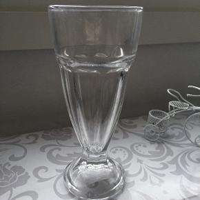 6 stk glas til bl.a dresseret. Aldrig brugt. 100,- for alle 6 stk.