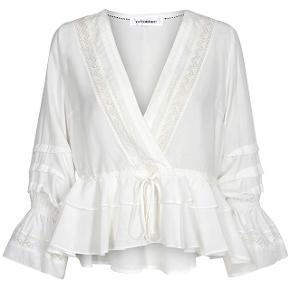 Smukkeste bluse fra Co'couture // Brugt et par gange, men er i fineste stand og helt som ny // Np 600🌸