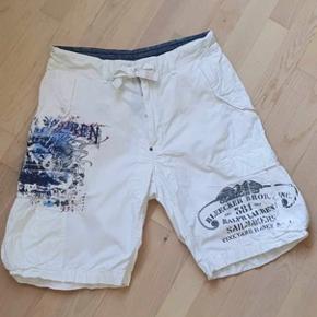 """Polo Ralph Lauren shorts. Hvide - str. 36"""" - model Bleecker - bemærk at de er syet ca. 2 cm ind i taljen - se måltegning. IKKE kopivare‼️"""