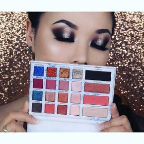 Party Palette fra SaB Cosmetics (mit eget brand/design)   Øjenskygge Blush Highlighter Contour Glitter