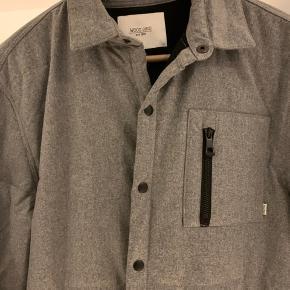 Woodbird jakke. Str L.