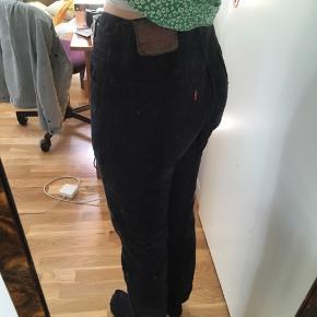 Vintage levi's jeans model 501. Købt som W28, L30. :-) kan prøves på i Aarhus.