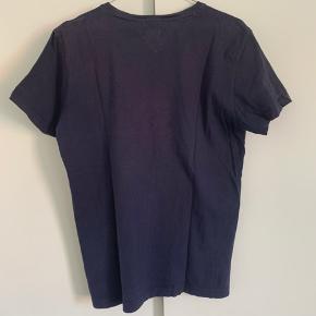 God T-Shirt fra Tommy Hilfiger. Trøjen er i fin stand. Bud modtages gerne🤍