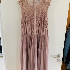 Super pæn kjole  Brugt meget lidt