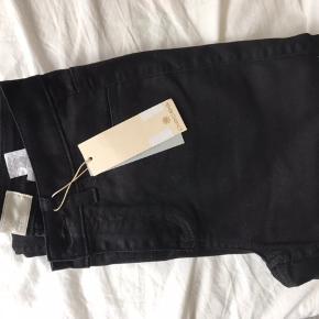 Sorte jeans fra Pieces Str. XS/S Aldrig brugt Køber betaler fragt BYD