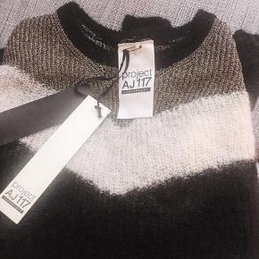 Ubrugt og stadig med mærker på.   mohair / Merino wool Helt udsolgt