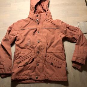 7873fbf7 Varetype: Regntøj Farve: Rosa Oprindelig købspris: 699 kr. Skal jakke og  bukser