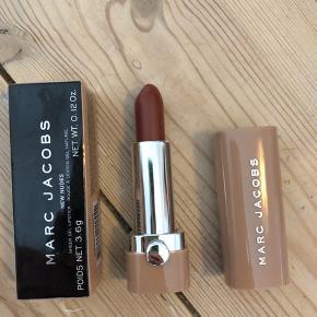 Marc Jacobs Beauty New Nudes Sheer Gel Lipstick i farven Hey Stranger  Ny og ubrugt - stadig i æske