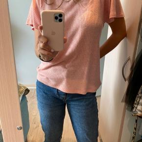 Super fin Stine Goya t-shirt. I god stand