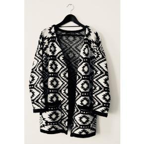 Sød strik jakke / cardigan, rimelig tyk og super behagelig ❄️