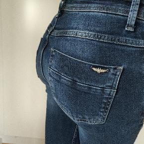 Super kvalitet jeans, robust stof med knap så meget strech. Kan afhentes i Aalborg efter aftale
