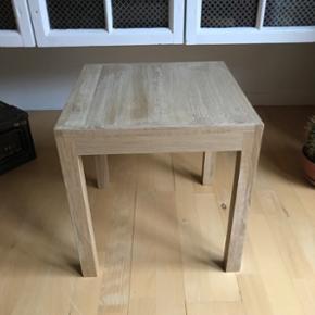 Sofabord eller sengebord i egetræ  Nyt håndlavet  Kvadratisk 39x39 H41 Byd vil gerne af med det pga plads