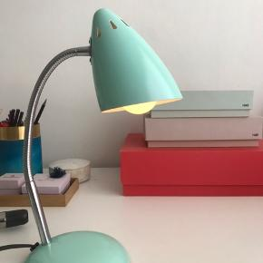 Waterquest bordlampe i mintgrøn, ca 25 cm høj. Sparepære medfølger