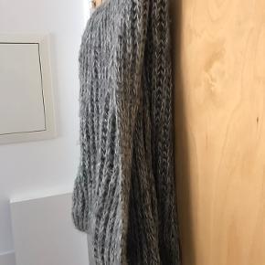 Tubehalsterklæde fra Pieces Gråt med sølvtråde  One Size  Brugt i en kort periode  BYD