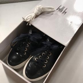 Billi Bi sneakers mørkeblå, sælges da jeg ikke længere for dem brugt.