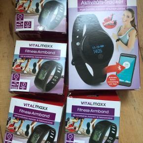 Fitness ur, fitness tracker 50kr stk.Har flere funktioner som skridttæller, kalorie tæller, ur og træningstider osv. Fitness trackeren kan forbindes med bluetooth også.