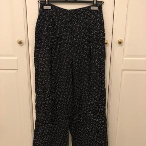 Søde bukser med anker-print. Bukserne er str. 34, men passer en 36 ✨ #30dayssellout