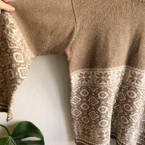 Hyggeligste sweater med det fineste mønster. En lille smule fnugget, men ikke noget man ligger mærke til.   #30dayssellout