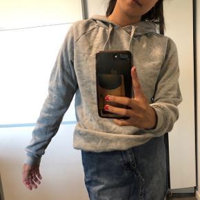 Mega dejlig hoodie / hættetrøje fra Gina Tricot Str: xs Byd :)