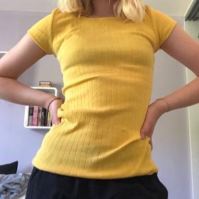 Rigtig fin bluse, som er perfekt til sommer!🌞Sælger hvis rette bud kommer!