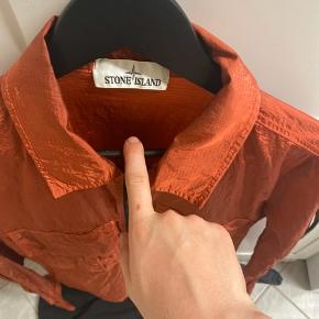 Sælger denne super lækre Stone Island jakke købt i butikken i roma.  Fra ny denne jakke er super lækker til denne sommer tid mp 1400