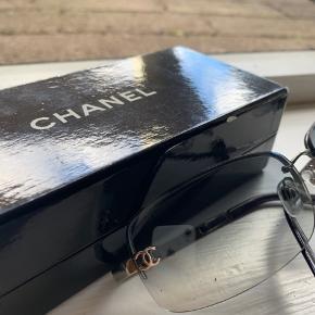 Utrolig flotte Chanel solbriller. Byd gerne og kan sagtens sende flere billeder, hvis det er.  Burberry, gucci, Chanel, prada, louis Vuitton