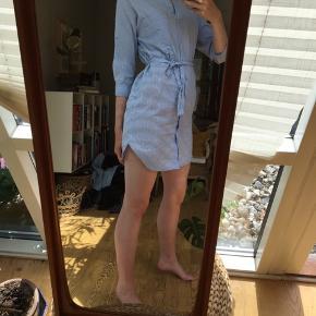 Skjorte kjole med bånd i taljen