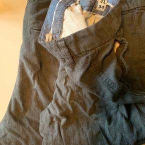 2 par Jack and Jones bukser, de er str 31/34. BYD gerne