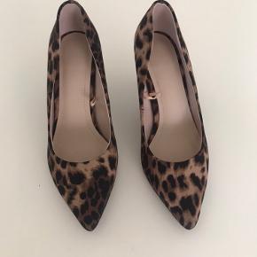 Fine sko med leopard print fra H&M, aldrig brugt. :-)