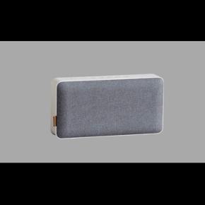 MOVEit Bluetooth højtaler   Aldrig brugt eller pakket ud af original emballage.  Rigtig god lyd og strøm! (Har selv en anden model) Farve: Dusty blue  https://sackit.dk/produkt/523/moveit-bluetooth  Købt for 1000 - giv et bud!