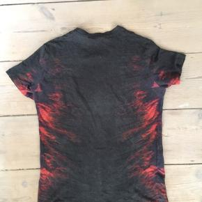 Super sej klassiks hør TShirt fra IRO JEANS kols grå med rødorange flame print