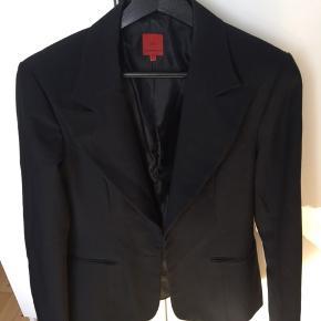 Flot og elegant sort blazer 😊 sender med dao for 38 kr 🌸