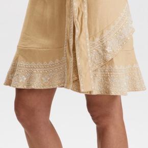 Aldrig været brugt!. Nederdelen er en str. S nederdelen er lavet af 100 procent bomuld!