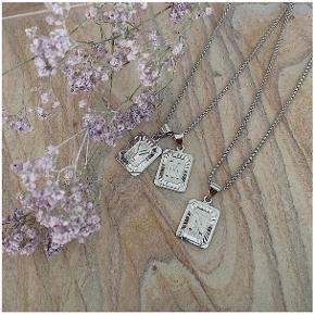 Bogstav-halskæde L og M  Netop købt hos aterium_design, som ikke vil tage det retur. De er større end jeg ønsker.   Alt i Sterling sølv. Kæden er 50 cm.  Sælges til 75,- stykket.