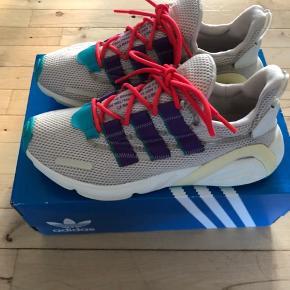Helt nye Adidas Lxcon i størrelse 41 1/3. Prøvet på enkelt gang. Har ikke været brugt udendørs.
