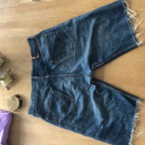 Levis jeans shorts  Str 32 i livet
