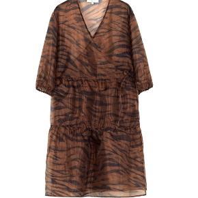 Mega cool leopard Boii Studios kjole i str. S. Kjolen er helt ny og har bare hængt i mit skab ☀️