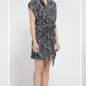 'Dreamy kjole' fra My Mynt, købt hos Berg på Østerbrogade. Har været brugt en enkelt gang. Nypris 1000kr