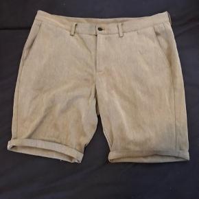 Stilfulde, lækre shorts til sommeren. Sælges da de er for små. Snup dem billigt.  Bare byd